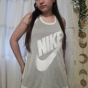 NIKE ATHLETIC WORKOUT TOP
